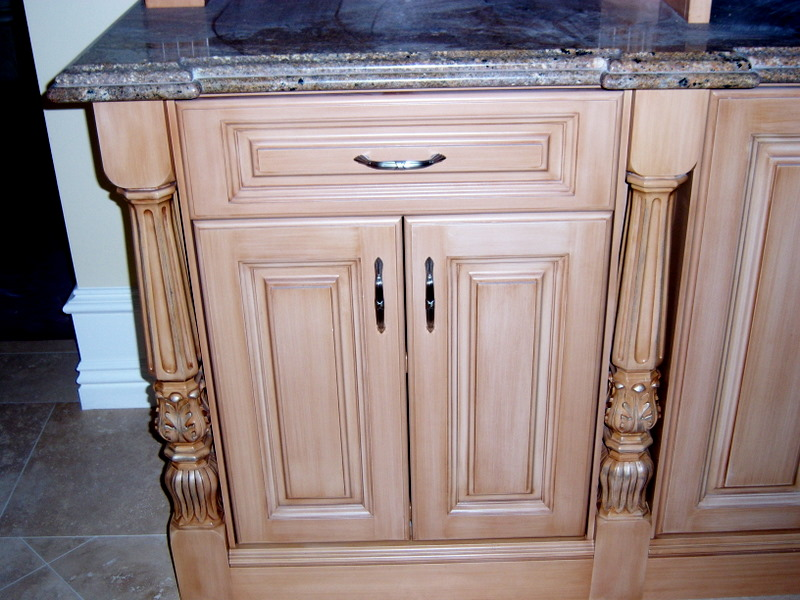 Kitchen thoemmes cabinet makers for Kitchen cabinet makers